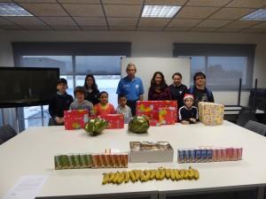 """Los voluntarios de """"la Caixa"""" de Mallorca reparten 13 lotes de material lúdico a 10 entidades que trabajan con niños y niñas de CaixaProinfancia"""