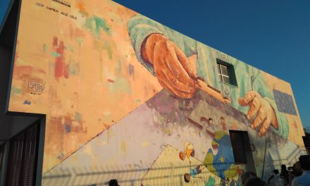 Mural: Lluitem per un món on tothom hi tengui cabuda
